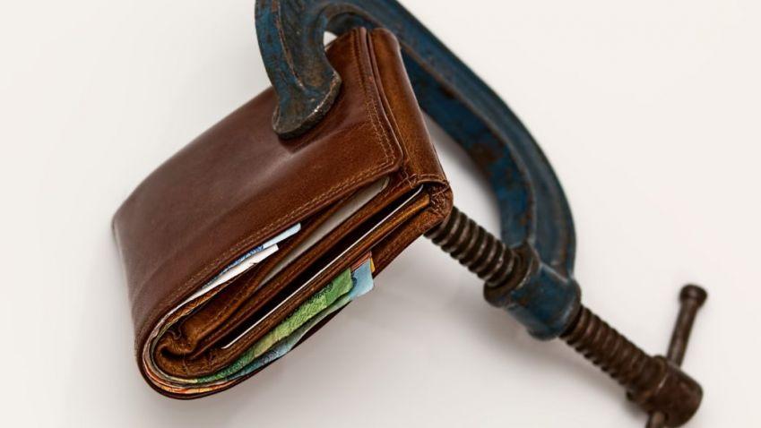 Úroky hypoték klesají, limitem je teď hlavně nedostatek vlastních zdrojů. Mladým snad stát pomůže, a co další skupiny?