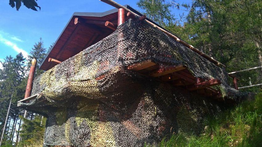 V CHKO Lužické hory stojí černá stavba, podle stavebníka je to pozorovatelna