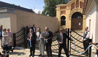 V Holešově na Kroměřížsku byl slavnostně otevřen zrekonstruovaný vstup do židovského hřbitova
