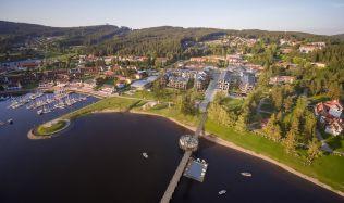 V obci Lipno nad Vltavou se staví komplex MOLO Lipno Resort. Generálním dodavatelem se nově stala společnost STRABAG a.s.