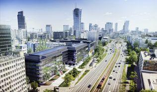 V Polsku roste moderní kancelářský komplex s vnitřní zahradou