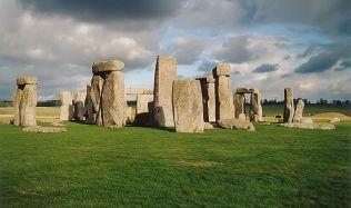 Ve Stonehenge pohřbívali i cizince, ukazuje nový výzkum