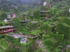 zdroj pinterest.com.mx Popisek: Záběry vesnice z dronu