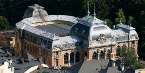 Vestavbu koncertního sálu do prostor Císařských lázní v Karlových Varech převezme od města Karlovarský kraj