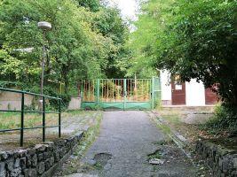 zdroj Wikimedia commons/ Martin Strachoň Popisek: Brána Arnoldovy vily
