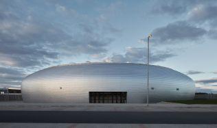 Vítěz Národní ceny za architekturu: Sportovní hala v Dolních Břežanech