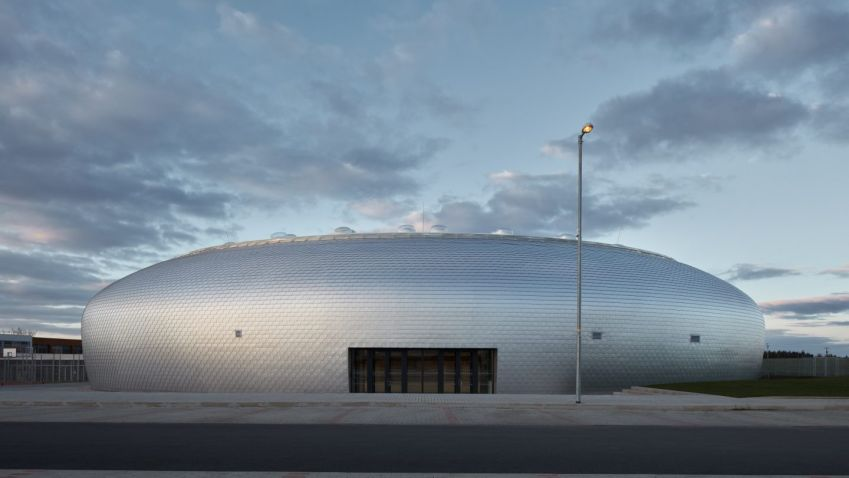 2c421feb14d Vítěz Národní ceny za architekturu  Sportovní hala v Dolních Břežanech