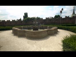 Barokní kašna přesunutá z Rajské zahrady do zahrady Na Valech