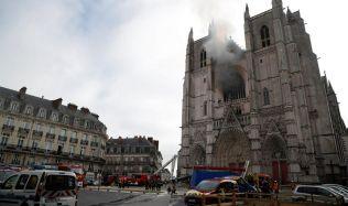 Vyšetřování požáru v Nantes pokračuje. Oheň mohl být zapálen úmyslně, zadrženého propustili