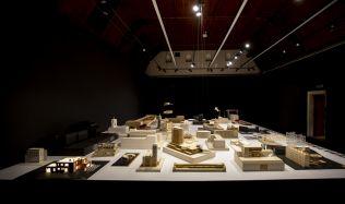 Výstava Vize a realita konfrontuje návrhy známých staveb s realitou
