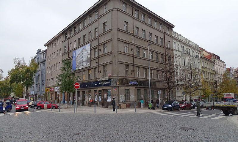 Z chátrající budovy na Dejvické vzniknou kanceláře a byty