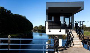 Z domků správců mostů v Amsterdamu se stávají hotely
