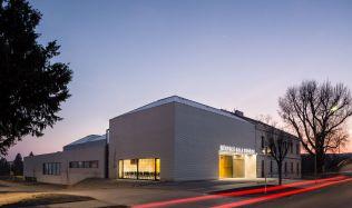 Z pera architektů: podzemní chodba spojuje objekt se školou
