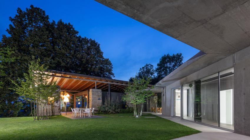 Začalo to starou stodolou, nyní zde stojí moderní dům, který spojuje moderní styl a lásku k přírodě