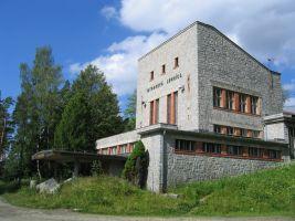zdroj MAYO Popisek: Budova údolní stanice lanovky v Tatranské Lomnici