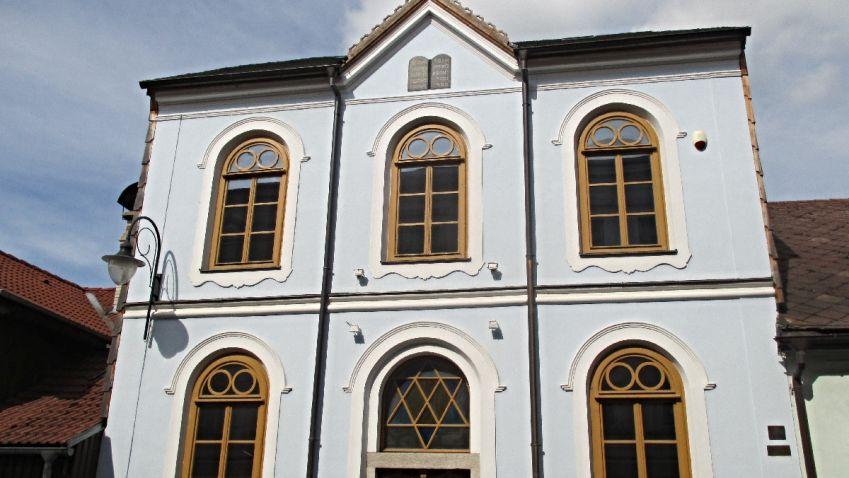 Horská synagoga v Hartmanicích: Na dlouhé roky zhasla, aby mohla po čase zase svítit